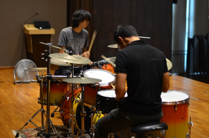 Aaron James Lee and Teo Jia Rong evaluate snares
