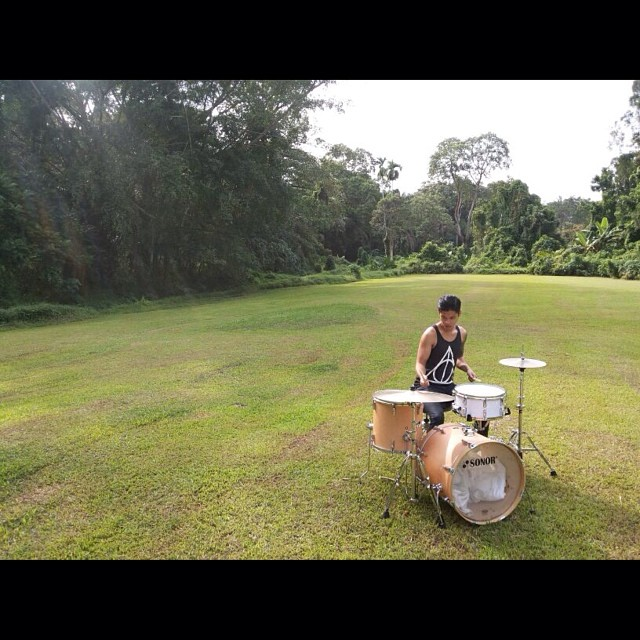 Pantheon Percussion: Ritz Ang does photoshoot with White Marine Pearl snare