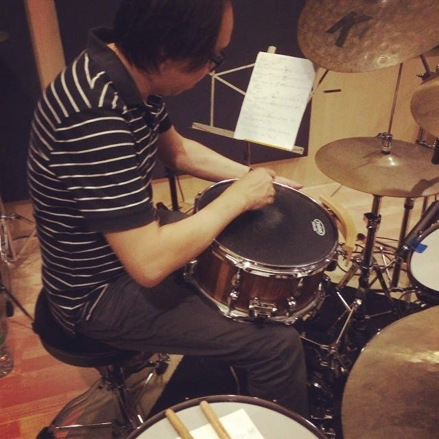 Pantheon Percussion: Gary Gideon's  walnut stave snare and sticks in the studio